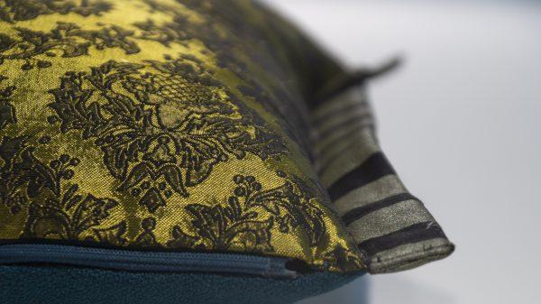 Handgefertigtes Dekorkissen petrol mit Baumwolljaquard
