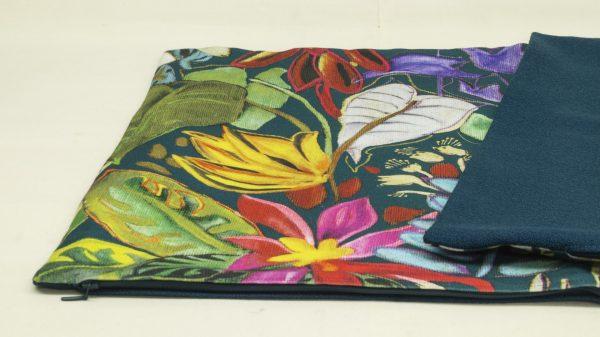 Tropical Kissen mit farbenfrohen tropischen Muster vorderseitig und einfarbig petrol rückseitig