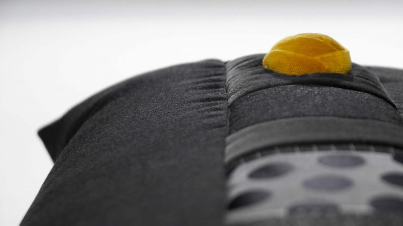 Kissen Rea in schwarz mit mittigem Patchwork-Teil