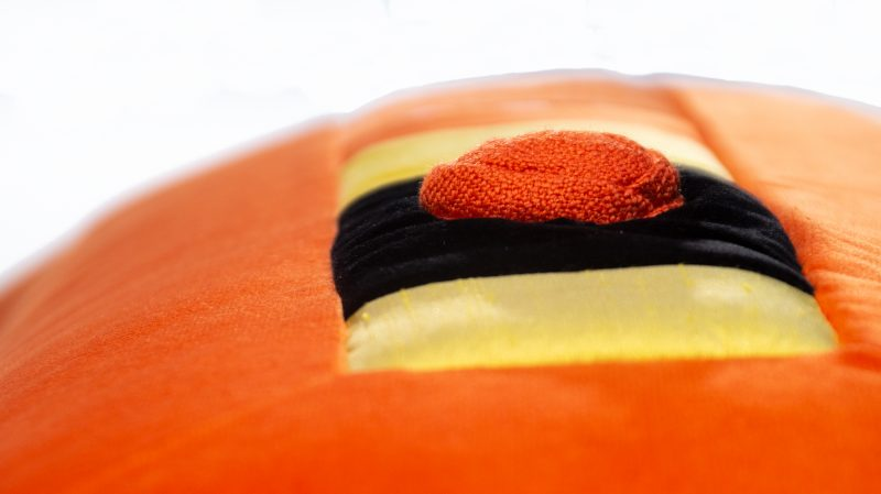 Kissen Rea in orange handgefertigt aus hochwertigen Stoffen