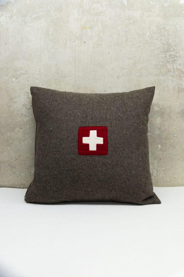 Swiss Kissen mit original Schweizer Kreuz naturfarben